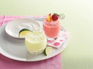 Bebida de fresa y durazno: Una bebida refrescante y natural, hecha a bas...