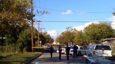 Cuatro agentes de la policía de San Antonio fueron heridos cuando iban a...