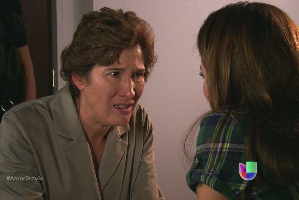 Agustina no quiere que Camila entregue La Malquerida bajo motivo alguno.