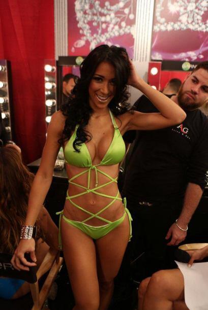 Las chicas anduvieron en 'backstage' con sus diminutos bikinis.