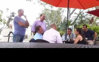 El encuentro se dio en la plaza pública de Mayagüez. La foto...