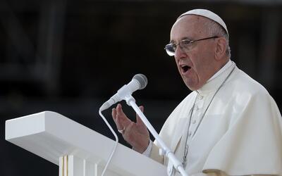 El papa Francisco ofrece un mensaje durante una vigilia en Polonia el 30...