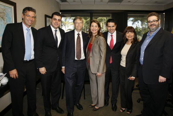 Aquí algunos de los ejecutivos de Univision junto a los invitados: Fabri...