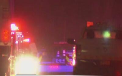Bomberos atienden la emergencia por un incendio en Centerport, Long Island