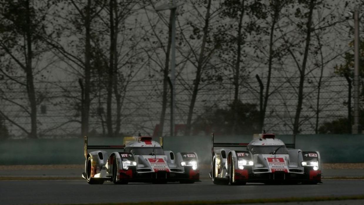 Dos Audi R18 e-tron quattro compiten en una carrera válida de WEC 2015