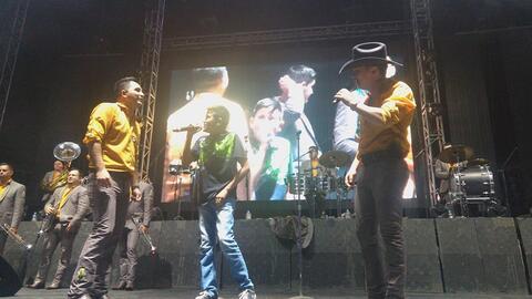 Saúl Navarro cantó con La Arrolladora en Torreón, C...