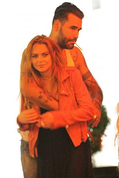 ¡Lindsay! Queremos saber quién es el galán que no paraba de abrazarte.