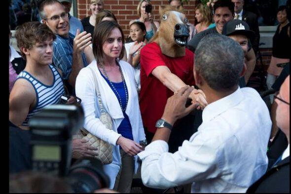 El momento que se robó la velada fue cuando un joven con máscara de caba...