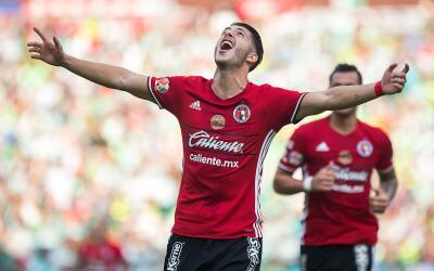 Guido Rodríguez festeja su gol frente a Santos.