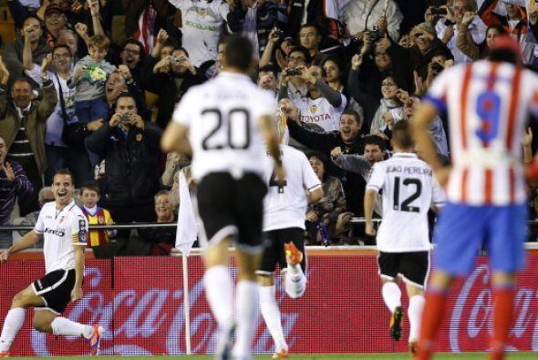 Soldado abrió el marcador para el Valencia a los 20 minutos con un incod...