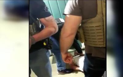 ICE y el Cuerpo de Alguaciles de EEUU se contradicen sobre el arresto de...