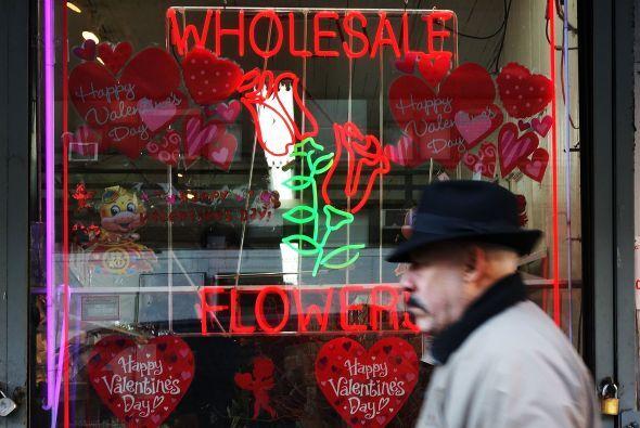 Las florerías en Manhattan vendieron ramos y arreglos como nunca, pues t...