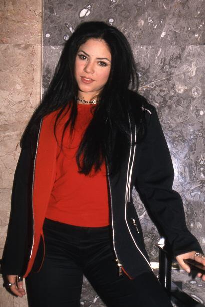 Con esta melena oscura Shakira Isabel Mebarak Ripoll presentó en...