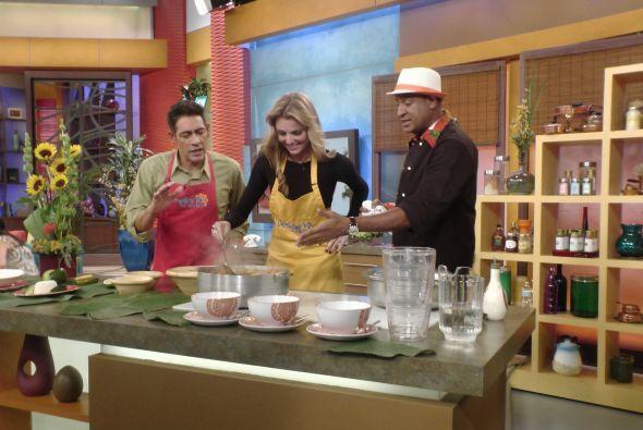 El chef Carlos necesitaba ayuda y Marjorie llegó con Johnny al rescate.
