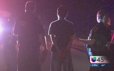 Arrestan a dos latinos sospechosos de robo