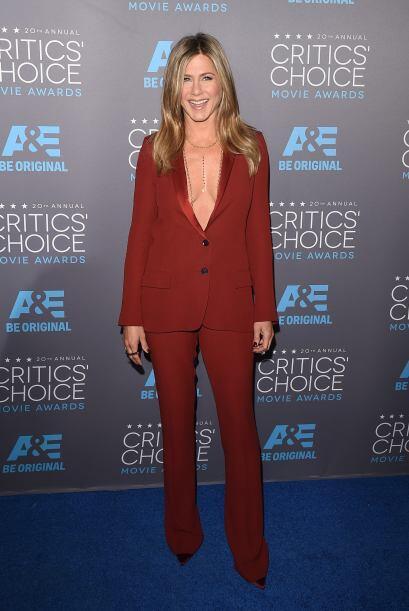Con lo que han creado reveladores escotes como el de Jennifer Aniston.