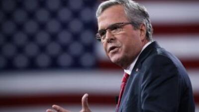 Jeb Bush compara acciones ejecutivas de Obama con decretos de 'dictador...