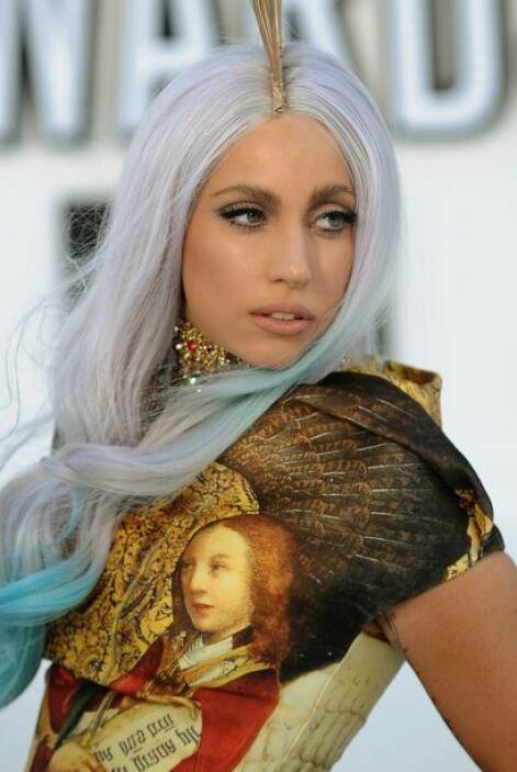 El extravagante 'outfit' de Lady Gaga podría ser para desviar la atenció...