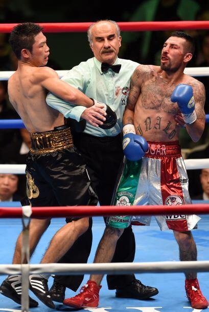 En el sexto el referí detuvo la pelea.