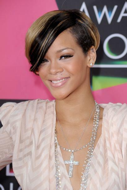 Para el 2010, la cantante estrenó romance con la estrella del bei...