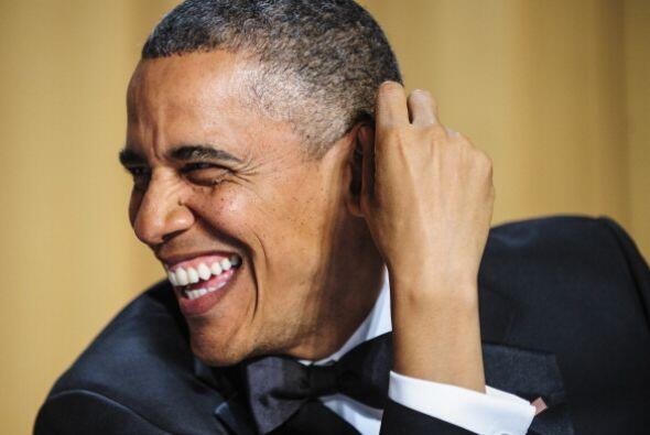 El presidente Barack Obama bromeó con la prensa al hablar de planes fict...