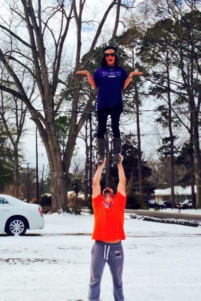 @HailieyAlexis compartió esta divertida foto en una tarde de nevada. El...