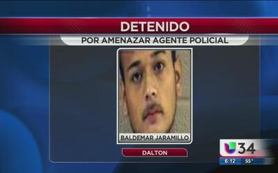 Hispano amenaza a uniformados con un rifle