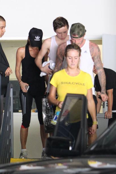 La familia Beckham va juntita al gimnasio. Más videos de Chismes...