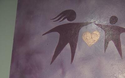 Organización sin fines de lucro brinda apoyo a mujeres que sufren de vio...