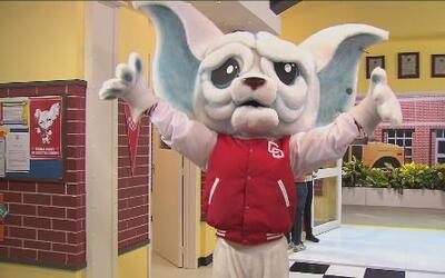 La CQ   Monche ahora es la nueva mascota de La CQ