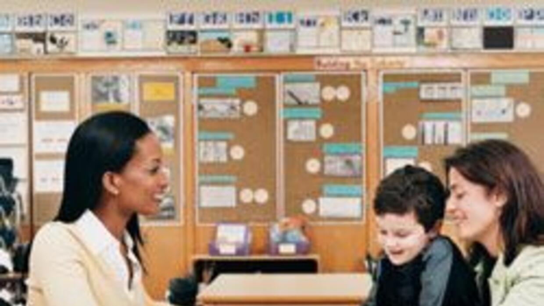 Padres y maestros involucrados en la educación 02313a2b6ffe4afb9bf17c8f8...