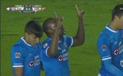 Guerrón marca su doblete con Cruz Azul ante Leones Negros