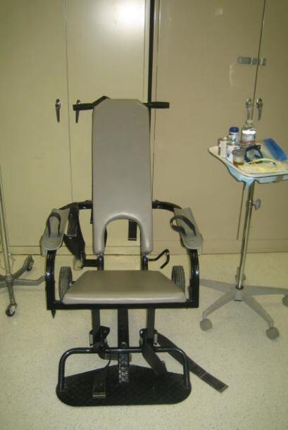 La silla de sujeción en donde sientan a los detenidos para obliga...