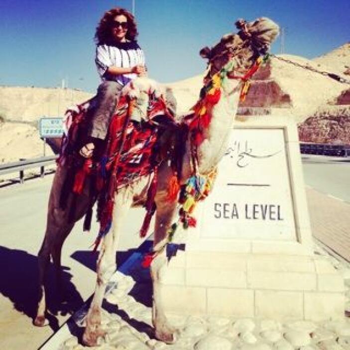 Jessica Maldonado no se perdió la oportunidad de montarse a un camello e...