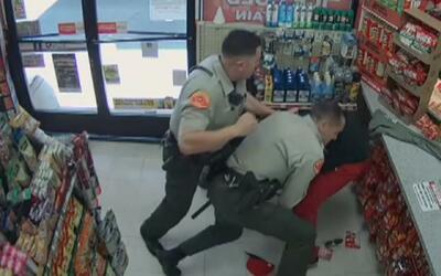 Publican imágenes de un violento arresto dentro de un negocio en Bakersf...