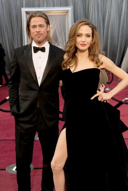 """Brad Pitt """"se pasó de cariñoso"""" con Angelina Jolie en el set de la pelíc..."""