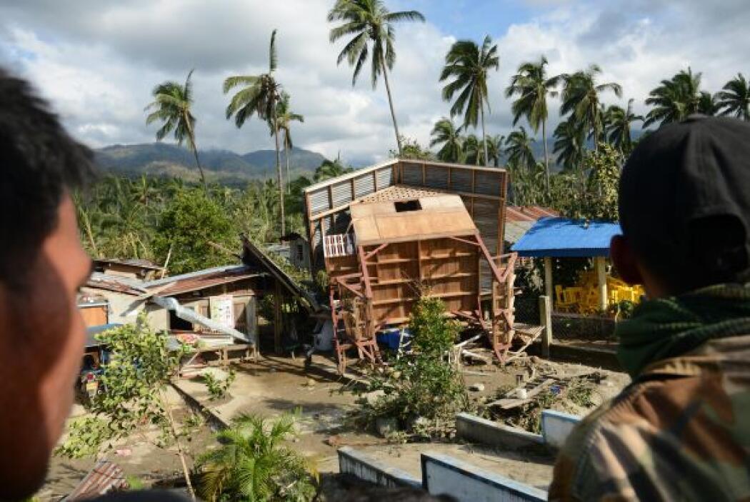 """""""Bopha"""" ha perdido fuerza desde que entró en Filipinas y ahora se encami..."""