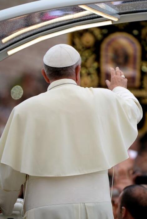 A su llegada a Asis, el Papa pidió este viernes el cese de las guerras e...