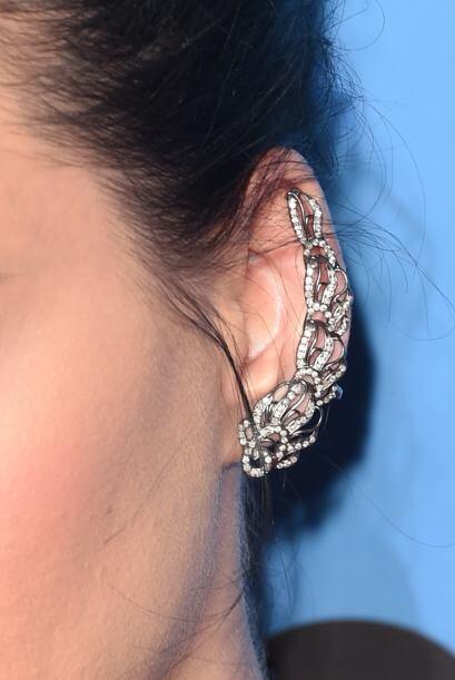 Katy Perry prefiere este accesorio en un modelo que cubre casi todo el c...