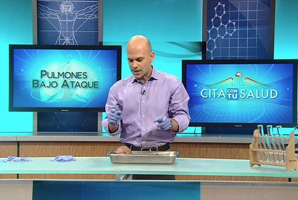 Por su parte, el doctor Juan Rivera mostró las consecuencias del hábito...