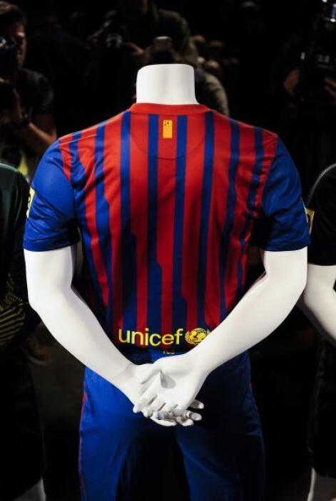 Como ya es costumbre, una pequeña 'senyera', bandera de Cataluña, está a...