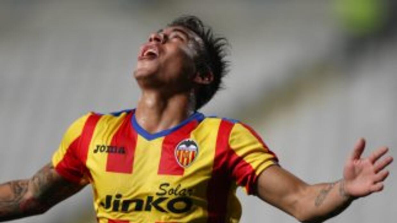 Eduardo Vargas marcó los dos goles de los Naranjeros.