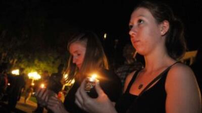 La vigilia fue organizada por la Universidad de la Florida Central. Se r...