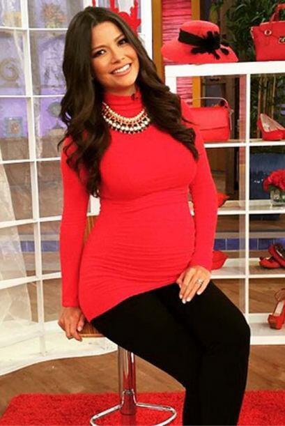 """""""Rojo, el color del amor. Hoy uso como blusa uno de mis vestidos de cuan..."""