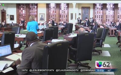 El Senado de Texas vota preliminarmente a favor de un proyecto de ley qu...