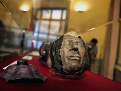 Un lote de 98 piezas culturales peruanas, que habían sido ilegalmente sa...
