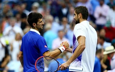 Djokovic y Cilic se saludan al final del partido