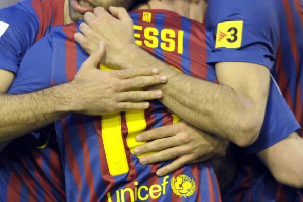 Todos felicitaban a Messi, que con sus goles lideró la victoria d...
