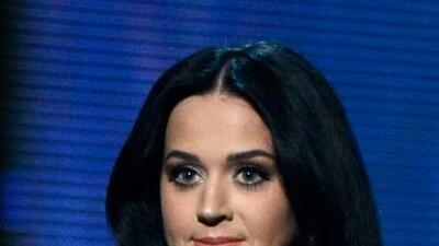 Katy Perry tenía que usar doble sostén por culpa de sus grandes atributo...