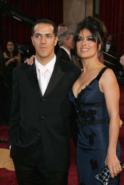Salma tiene un hermano menor que se llama como su papá: Sami Hayek. El h...